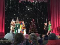 Для воспитанников Коктебельского детского сада «Жемчужинка» состоялся детский спектакль-сказка «Волшебник изумрудного города», посвященный Дню Святого Николая.