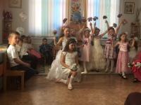 В нашем детском саду прошли утренники, посвященные Дню 8  Марта. Дети пели песни, исполняли стихотворения о маме, танцевали и т.д.. Праздники, несомненно, привнесли в жизнь детского сада атмосферу весенней радости и счастья.