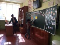 """30 марта 2017 года была проведена экскурсия в школу для детей группы №3 """"Дельфинчик"""""""